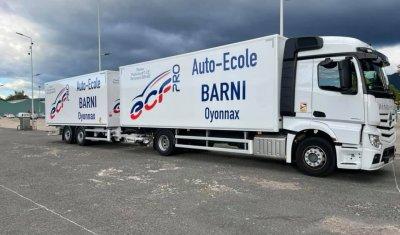 Flocage sur mesure de véhicule et de camion pour une auto-école à Oyonnax