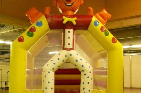 Vente etlocation de château clown à Oyonnax.