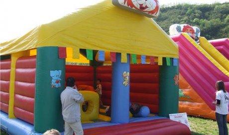 Vente etlocation de structure gonflable maison lapin à Oyonnax.